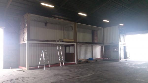 倉庫内コンテナ設置完了