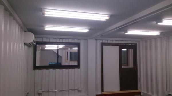 倉庫内事務所兼倉庫コンテナハウス