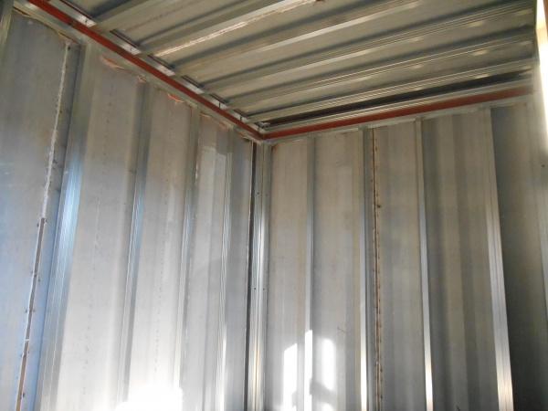 内装工事の天井・壁下地の状況