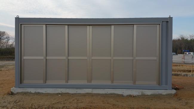6枚引き戸の大きなサッシ付きコンテナハウス