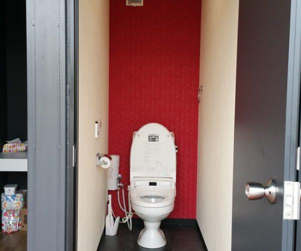 コンテナのおしゃれなトイレと事務所&商談ルーム