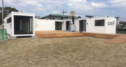 大川テラッツァ オープン前 コの字型に設置した新造コンテナハウス