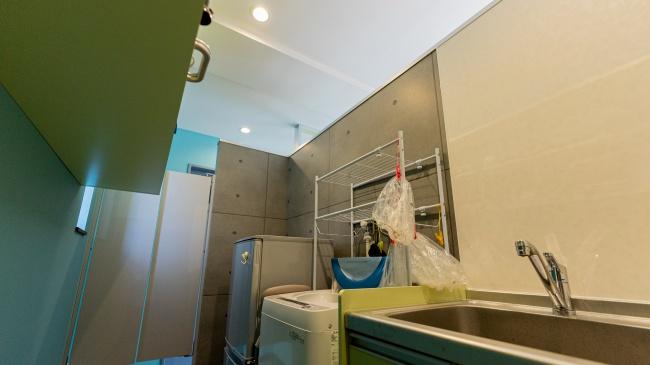 コンテナハウス店舗1階美容室バックヤード